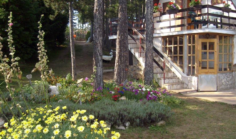 """Vikendica """"Livanda"""" se nalazi na Kaluđerskim Barama u blizini nove"""